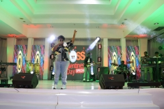 Teni-the-Entertainer-live-on-stage.-scaled
